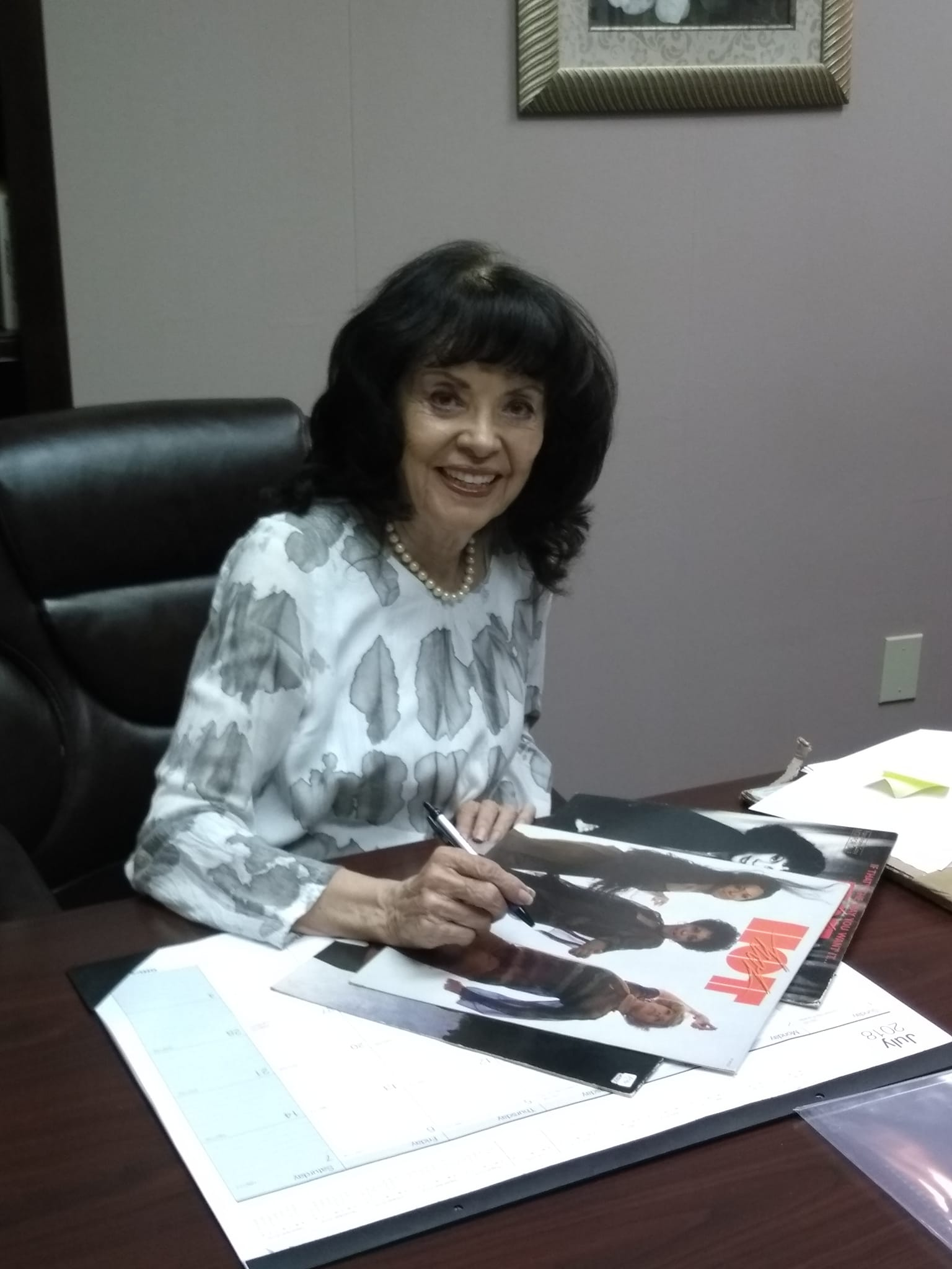 Juanita signing Fan requests 2018